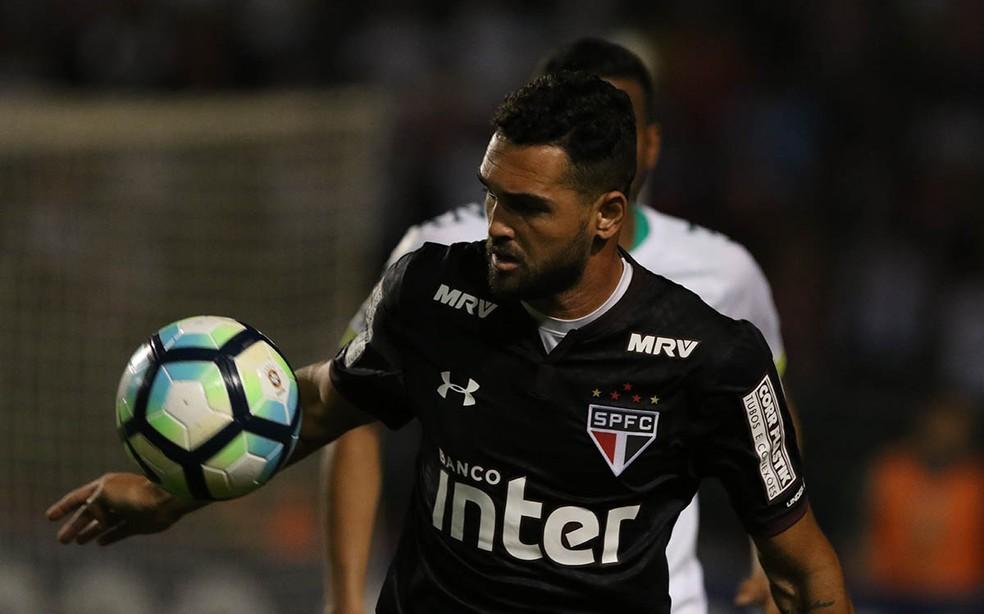Gilberto saiu do São Paulo e segue analisando ofertas no mercado (Foto: Rubens Chiri/saopaulofc.net)