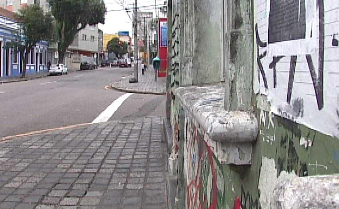 Justiça anula júri popular de acusados de matar jovem punk em Curitiba