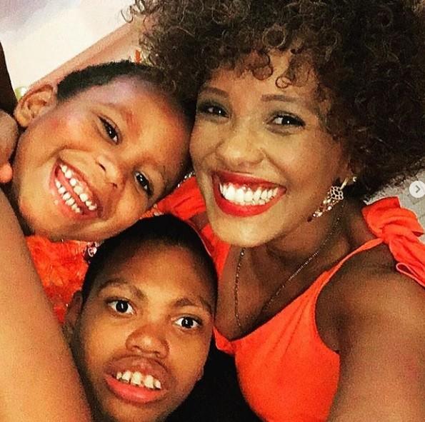 Isabel Fillardis com os filhos (Foto: Instagram)