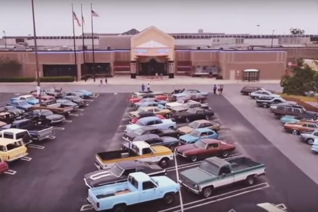 70 carros da empresa Y'allywood foram cedidos à série Stranger Things, da Netflix (Foto: Divulgação)