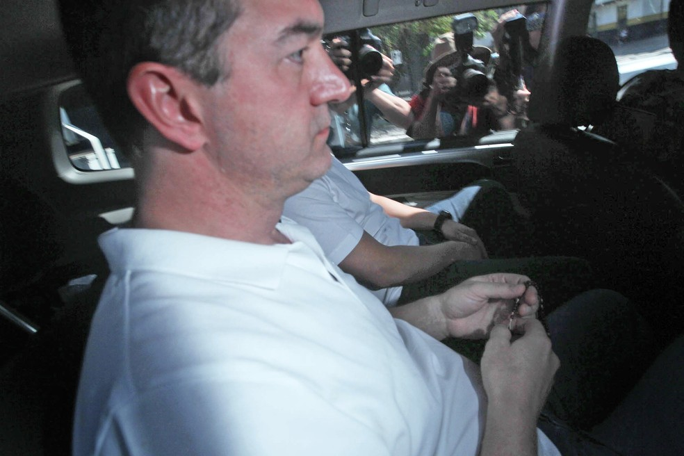 O dono da JBS, Joesley Batista, quando deixou a sede da Polícia Federal em São Paulo e foi para Brasília (Foto: Felipe Rau/Estadão Conteúdo )