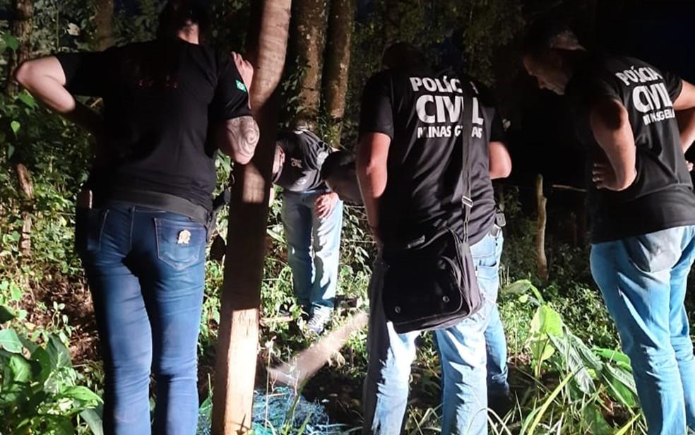 Corpo de mulher morta, carbonizada e enterrada é encontrado em São Sebastião do Rio Verde, MG — Foto: Polícia Civil