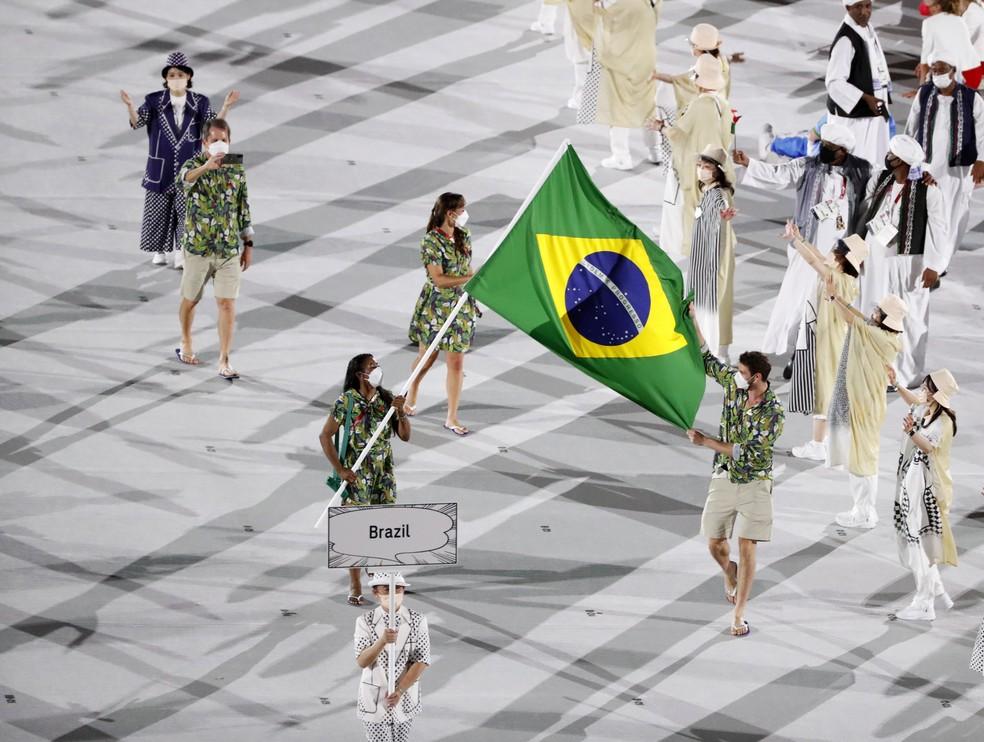 """Bruninho e Ketleyn sambaram na """"avenida"""" do estádio olímpico — Foto: André Durão"""