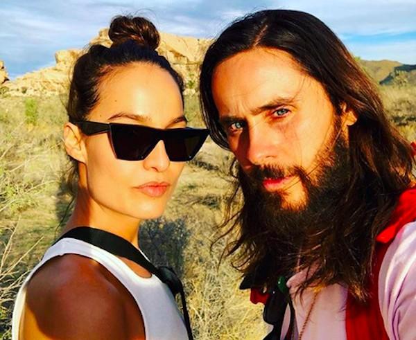 O ator e músico Jared Leto com a modelo e estilista Chloe Bartoli (Foto: Instagram)