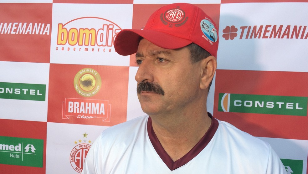 Técnico do Alvirrubro, Leandro Campos  mantém confiança para reverter o resultado  (Foto: Augusto Gomes/GloboEsporte.com)
