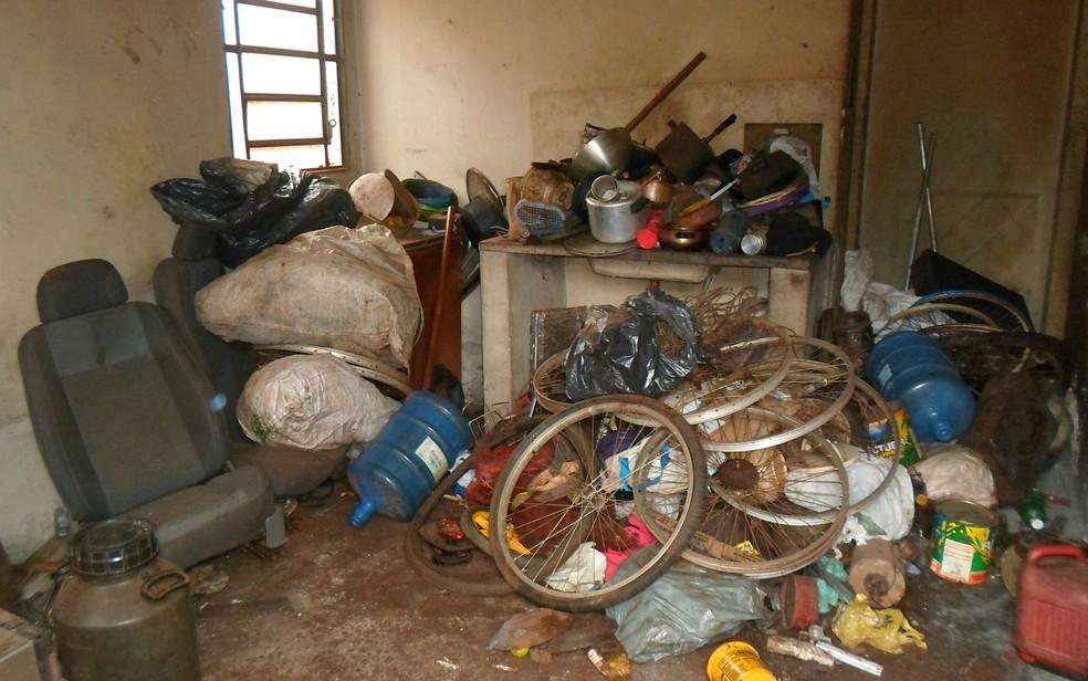 Pessoas que guardam em casa objetos sem utilidade e em grande quantidade são chamados de 'acumuladores' — Foto: Divulgação/ Prefeitura de Dourados