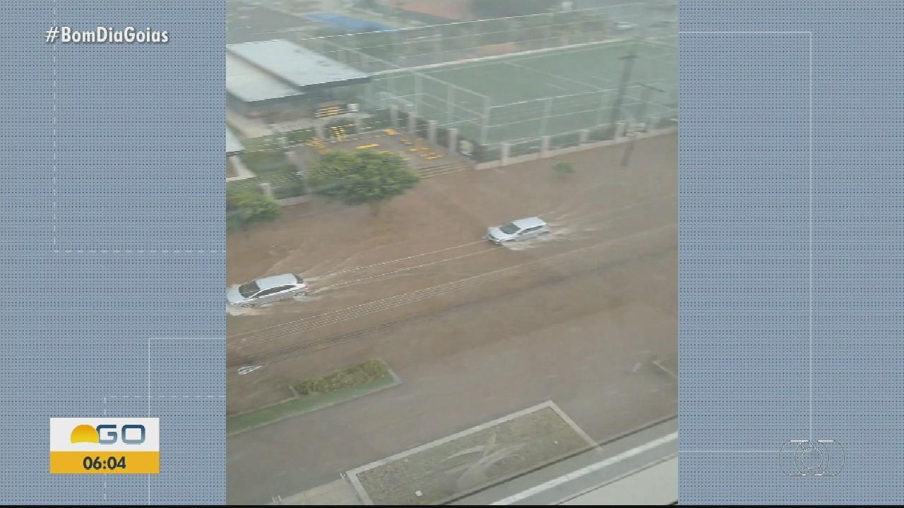 Confira consequências de fortes chuvas em Goiânia