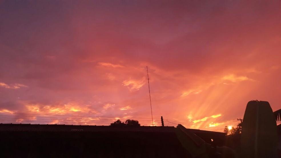 Céu avermelhado também foi registrado na cidade (Foto: Osias Paulo da Cruz/Arquivo Pessoal)