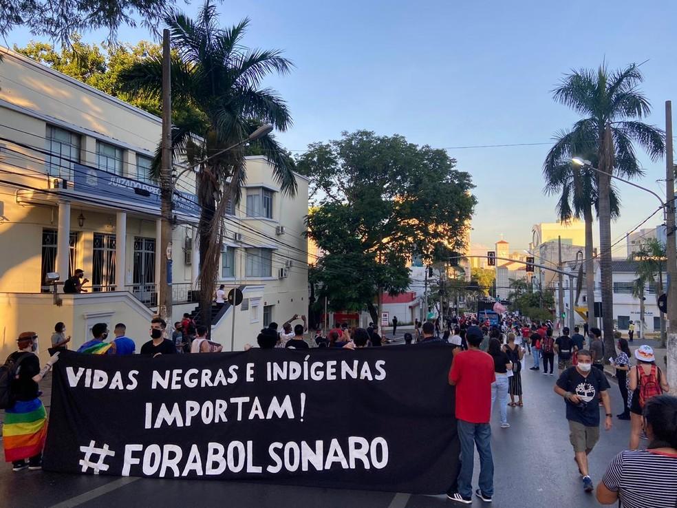 Manifestação em Cuiabá pede saída do presidente Jair Bolsonaro — Foto: Flávio Coelho/ TV Centro América