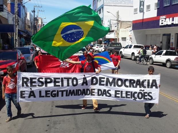 Ato aconteceu na Rua Souza Filho e Avenida Dom VItal em Petrolina (Foto: Amanda Franco/ G1)