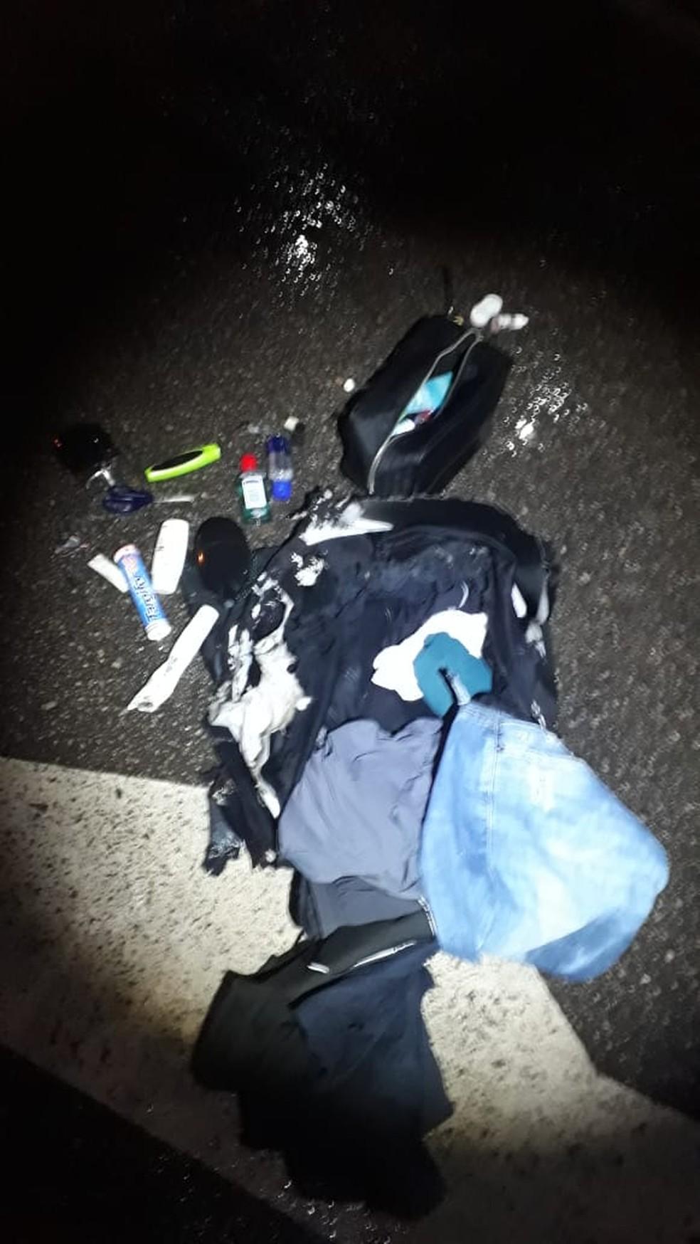 Bagagem levava apenas itens pessoais — Foto: Divulgação/Polícia Militar