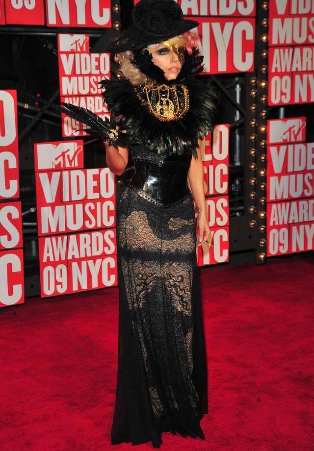 Lady Gaga no VMA de 2009, de Jean Paul Gaultier (Foto: Getty Images)