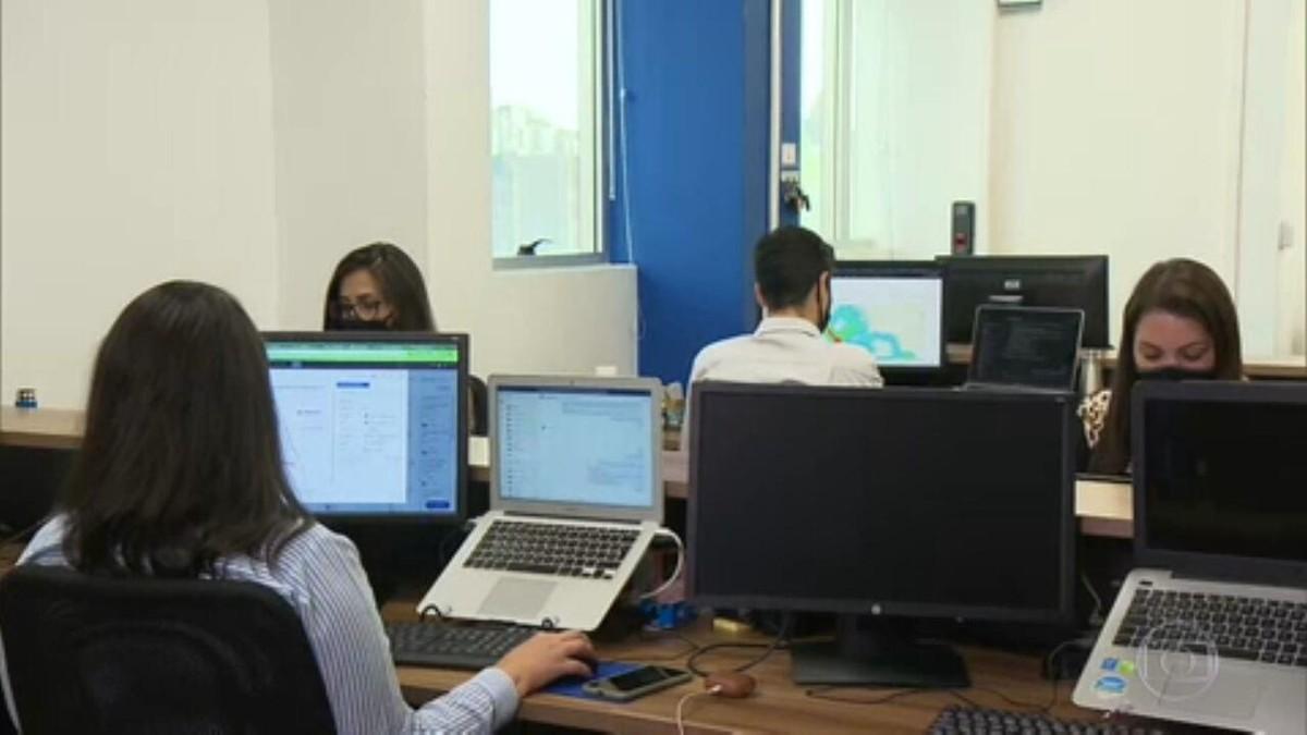 Retomada do trabalho presencial nas empresas cria modelo novo na prestação de serviço