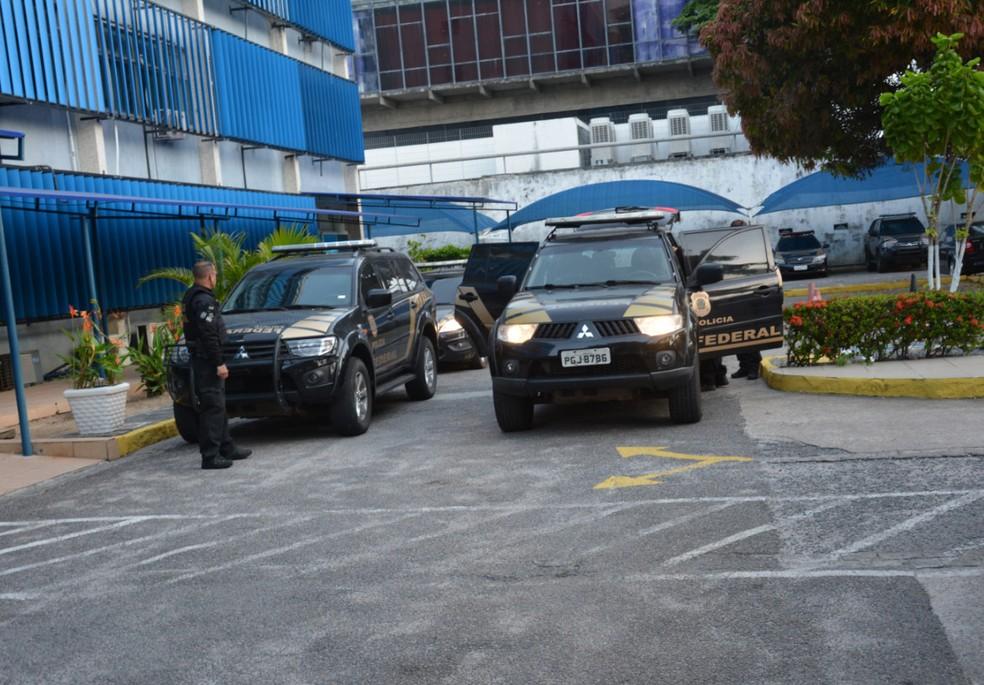 Presos em Pernambuco estão sendo levados para a sede da Polícia Federal, no Bairro do Recife. (Foto: PF/Divulgação)