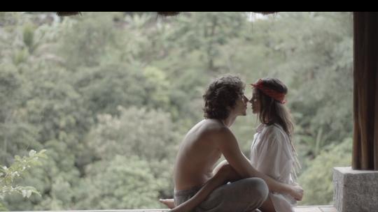 Jaffar Bambirra lança clipe com participação de Pally Siqueira