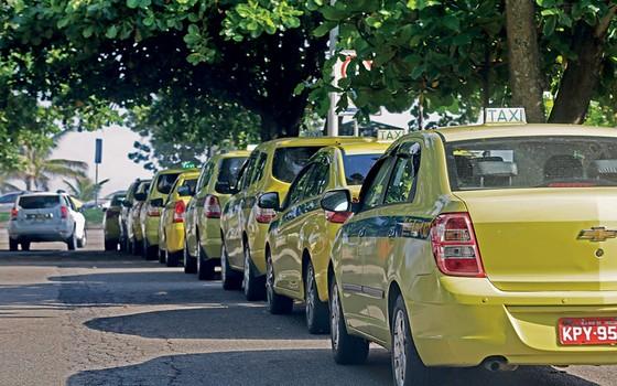 O carro número 4 da cooperativa Tele Táxi Barra pertence a Hilário Correa Filho, pai de Silveirinha, e é usado pelo ex-rei do propinoduto. A mulher, Silvana, dirige o carro 42 (Foto: Gustavo Miranda/Agência O Globo)