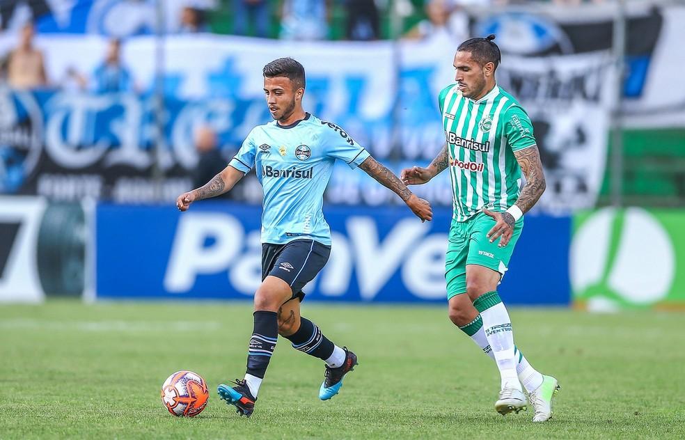 Matheus Henrique ganhou vaga no time no último domingo — Foto: Lucas Uebel/Divulgação Grêmio