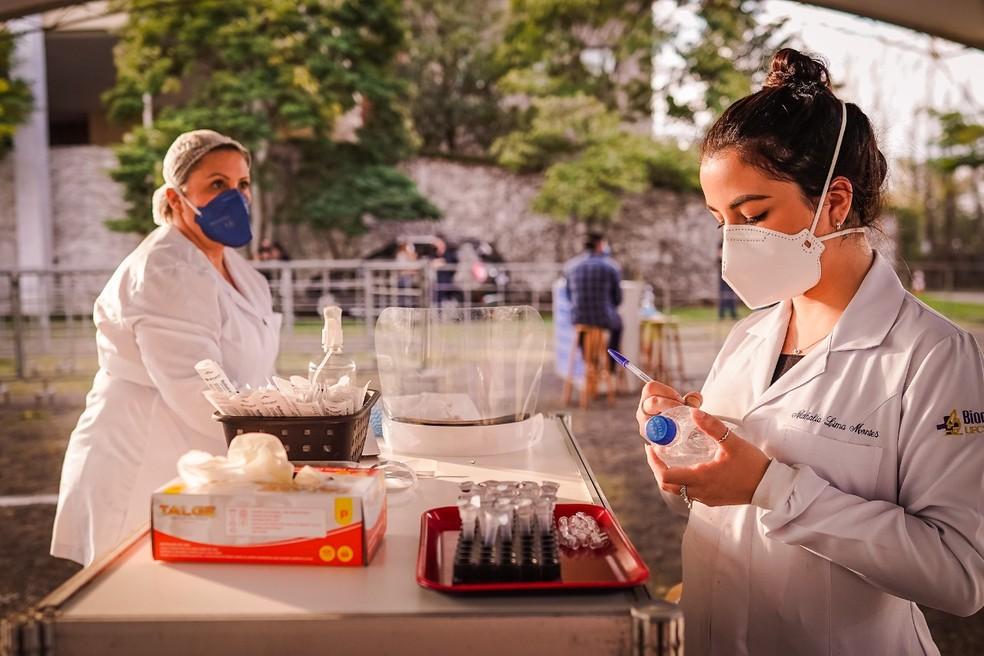 Testes de Covid-19 são realizados antes de eventos no país — Foto: César Lopes/PMPA/Divulgação