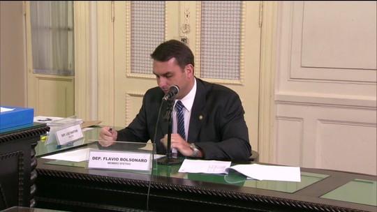 Juiz manda Receita Federal enviar notas fiscais emitidas no nome de Flávio Bolsonaro
