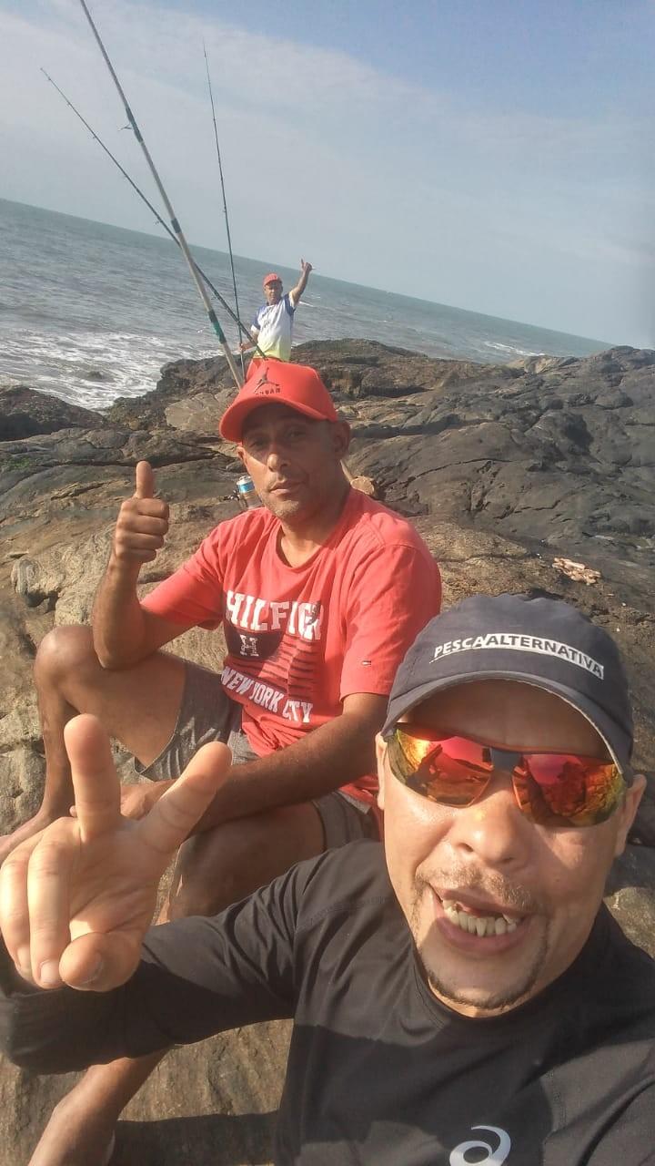 Pescadores presos em ilha deserta em SP são resgatados após 15h; vídeo