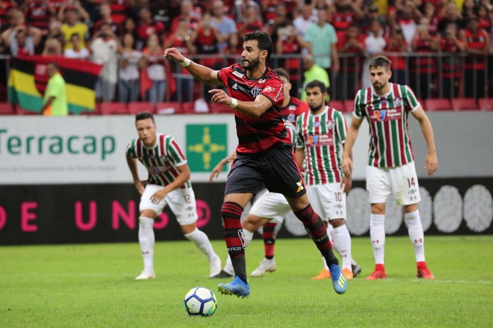 Com 100% de aproveitamento, Henrique Dourado era o cobrador oficial do Flamengo até sua saída â?? Foto: Futura Press