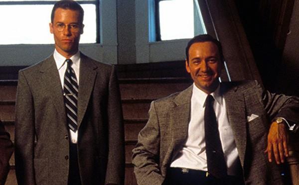 Guy Pearce e Kevin Spacey em Los Angeles: Cidade Proibida (1997) (Foto: Divulgação)