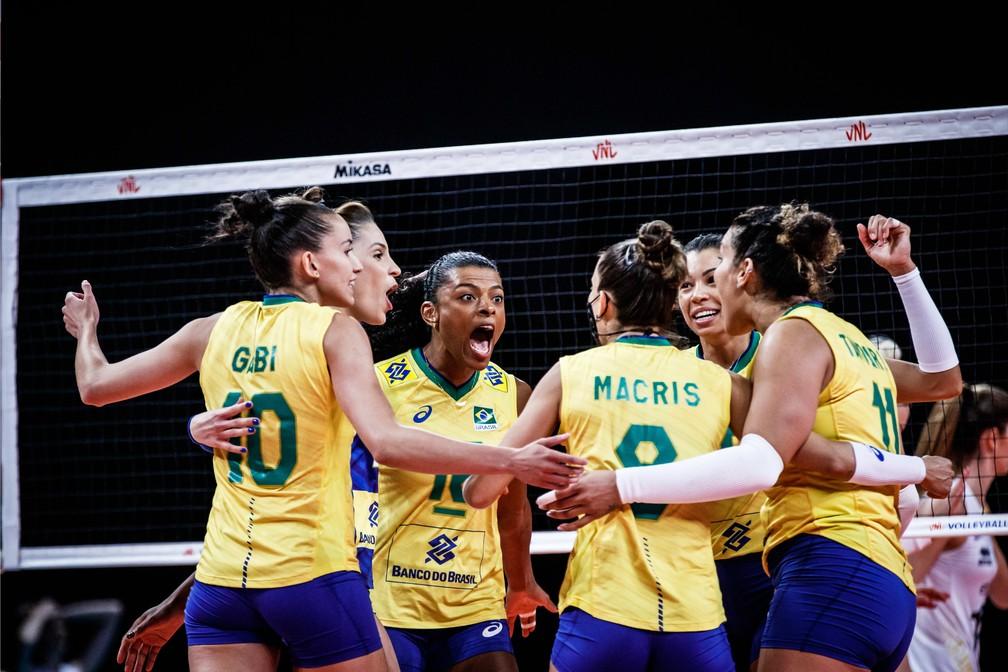 Brasil festeja ponto contra a Bélgica — Foto: Divulgação