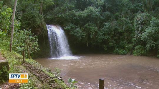 Projeto ambiental de Águas da Prata incentiva turistas a manterem cachoeiras limpas