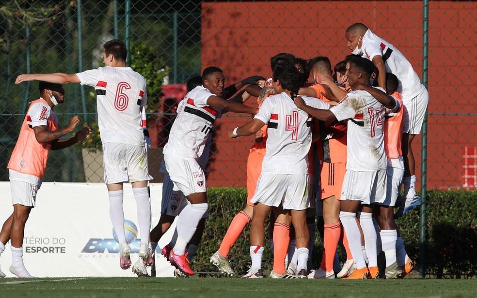 São Paulo comemora classificação na Copa do Brasil sub-20 — Foto: Rubens Chiri/saopaulofc.net