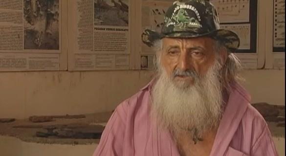 Robson Araújo, conhecido como Guardião do Vale dos Dinossauros, morre aos 77 anos