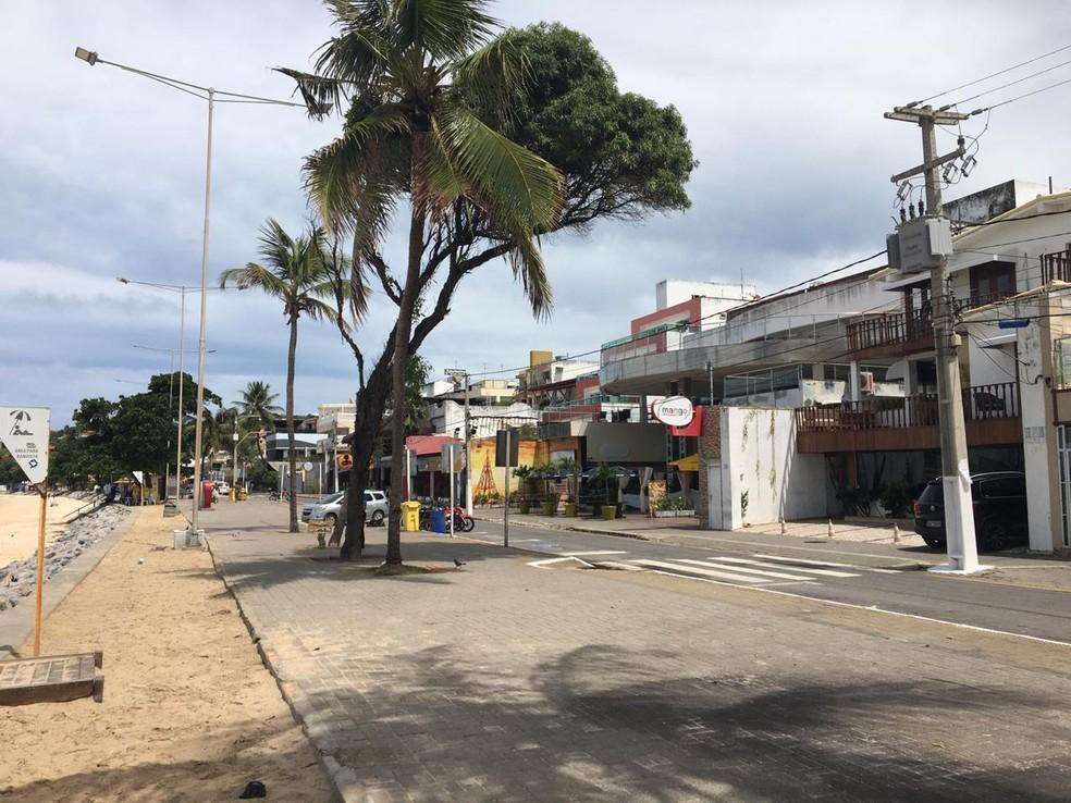 Praia de Ponta Negra, em Natal sem movimentação de pessoas, na quarta-feira, 1º de abril — Foto: Eros Sena