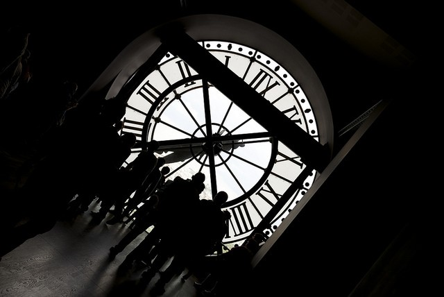 Relógio ao fundo (Foto: Nick Webb/ Reprodução)