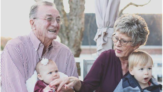 Período do bônus demográfico é um 'empurrão' para o país enriquecer antes de envelhecer (Foto: BBC)