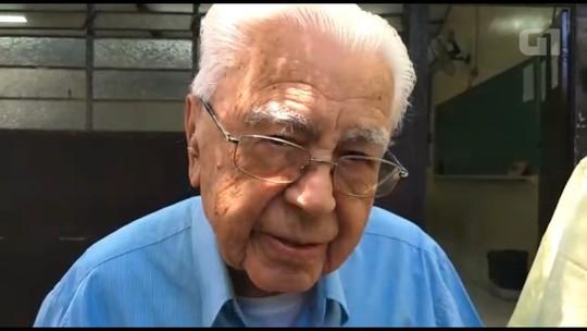 'Eu acho que é um dever dos brasileiros', diz eleitor de 106 anos que fez questão de votar no Paraná