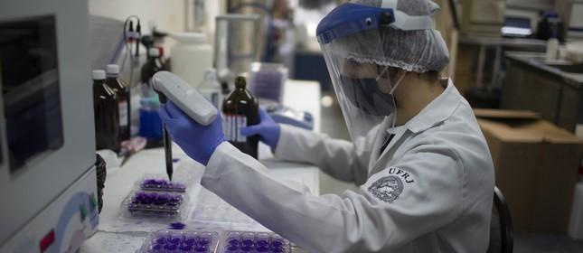 O Laboratório de Virologia Molecular do Instituto de Biologia da UFRJ se destaca na testagem e nas pesquisas do Sars-Cov-2