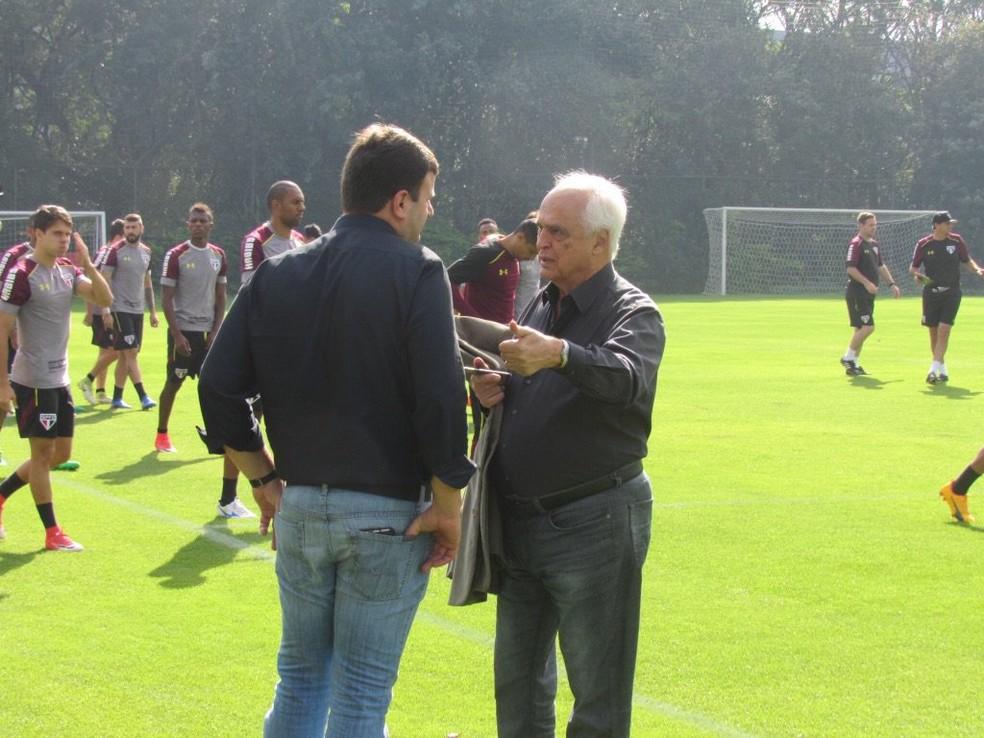 Pinotti e Leco durante treino do São Paulo (Foto: Marcelo Prado)