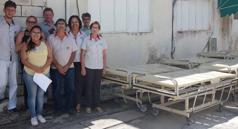 Associação em Formiga recebe camas após parceria com a Santa Casa