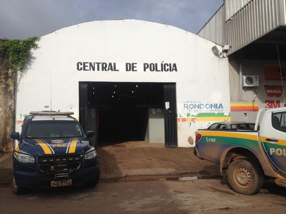 -  Suspeitos presos foram levados para a Central de Flagrantes de Porto Velho  Foto: Hosana Morais/G1