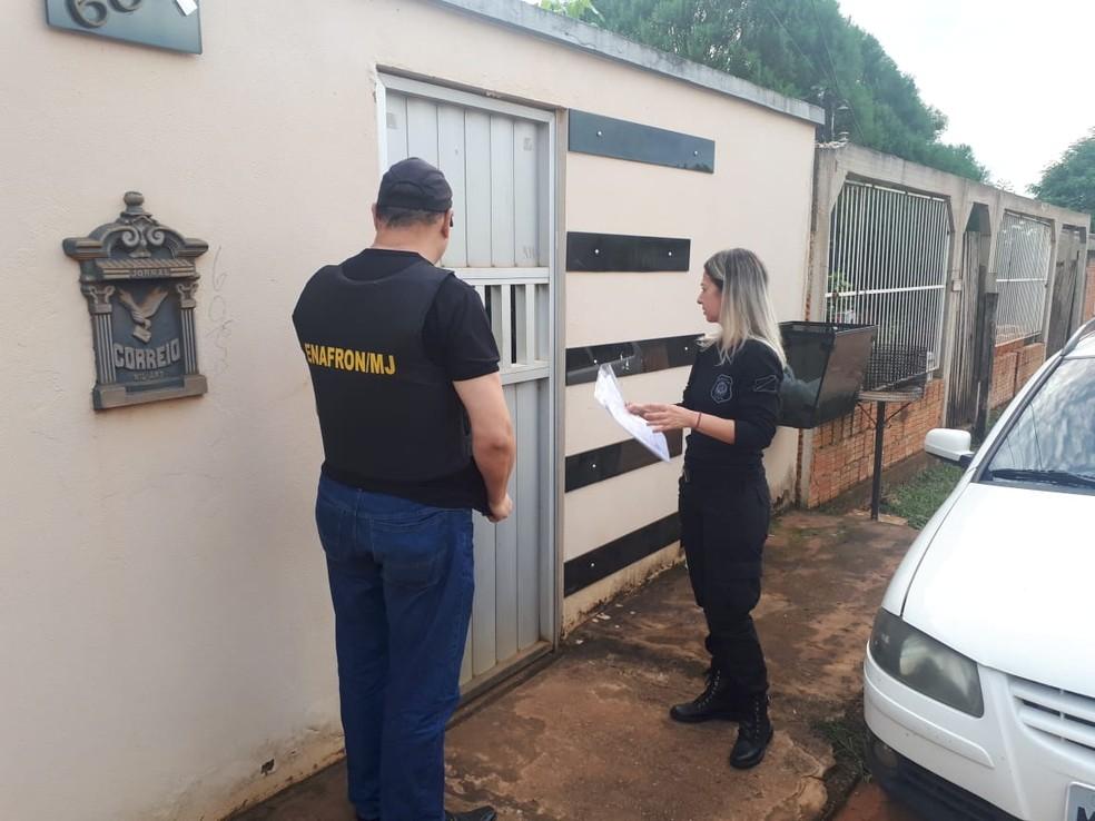 Duas pessoas foram presas em flagrante durante operação de combate a pornografia infantil  — Foto: Divulgação/Polícia Civil