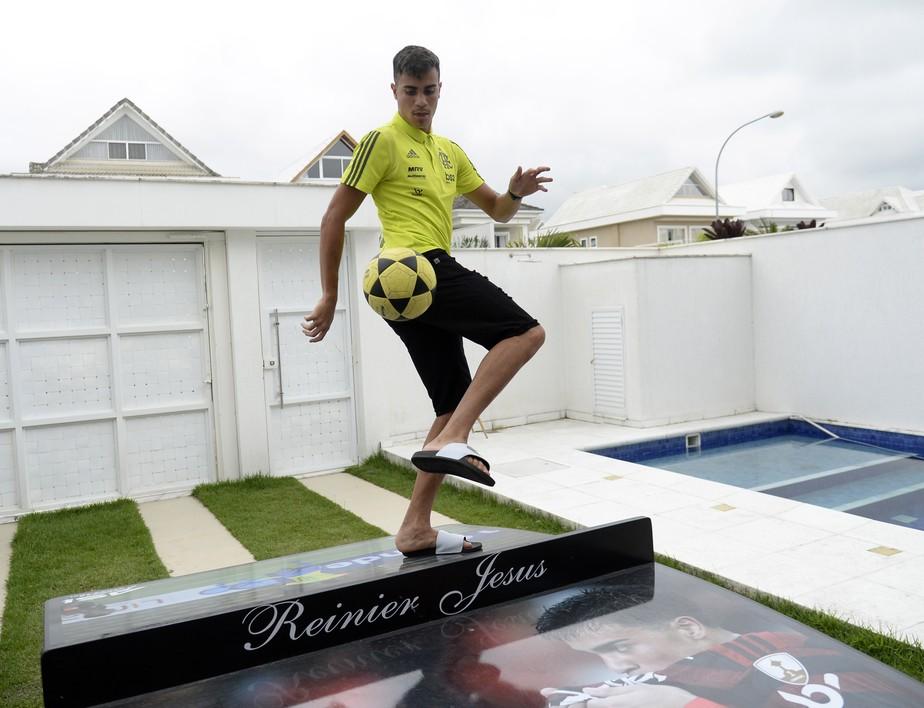 Em ano mágico, Reinier tem chance de realizar o sonho do pai no Flamengo: