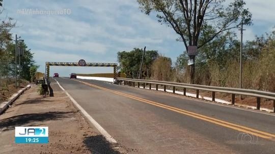 Casa pega fogo e caminhão dos Bombeiros não consegue passar na ponte de Porto Nacional