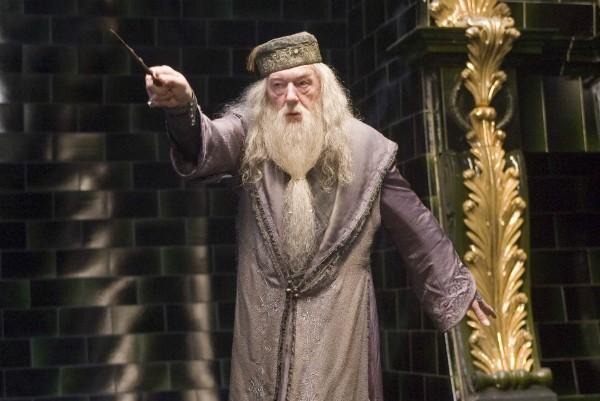 O bruxo Dumbledore em cena de 'Harry Potter' (Foto: Reprodução)