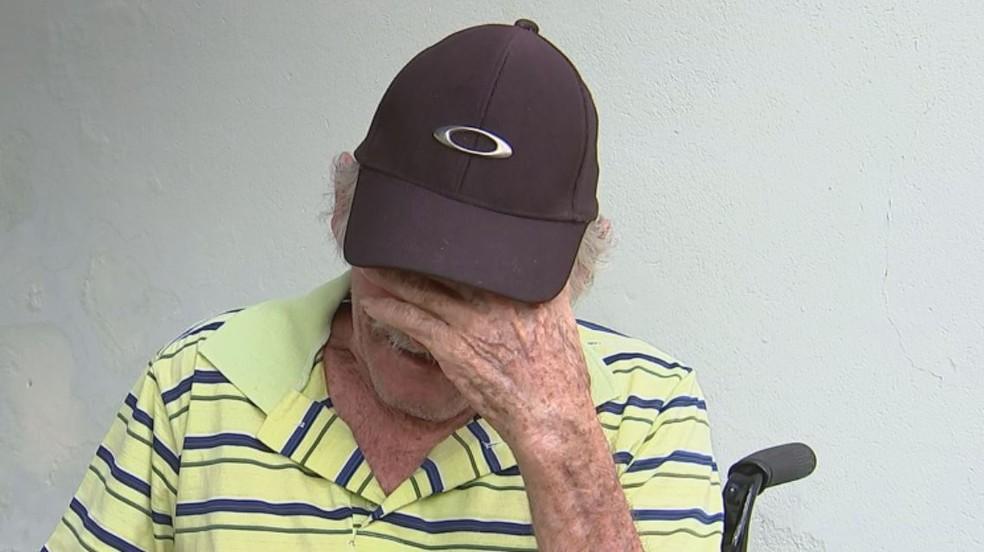 Avô de Emanuelly, Luiz Carlos Alves, se emociona ao falar da morte da neta (Foto: Lucas Cerejo/TV TEM)