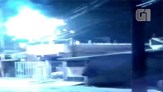 'Gato' na rede elétrica causa curto-circuito com explosões em fiação