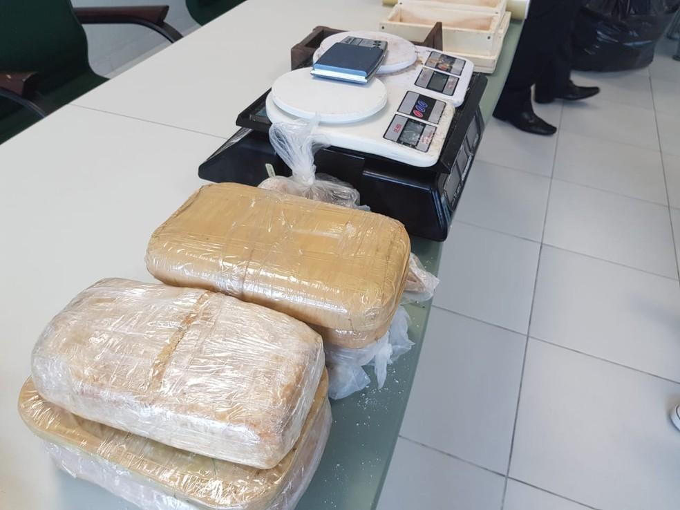 Polícia desativa laboratório de drogas em apartamento alugado em Crateús — Foto: Ricardo Mota/ TV Diário
