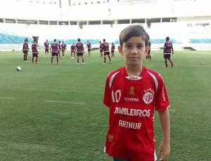 América-RN - Arthur Rocha, pequeno torcedor nove anos (Foto: Jocaff Souza/GloboEsporte.com)