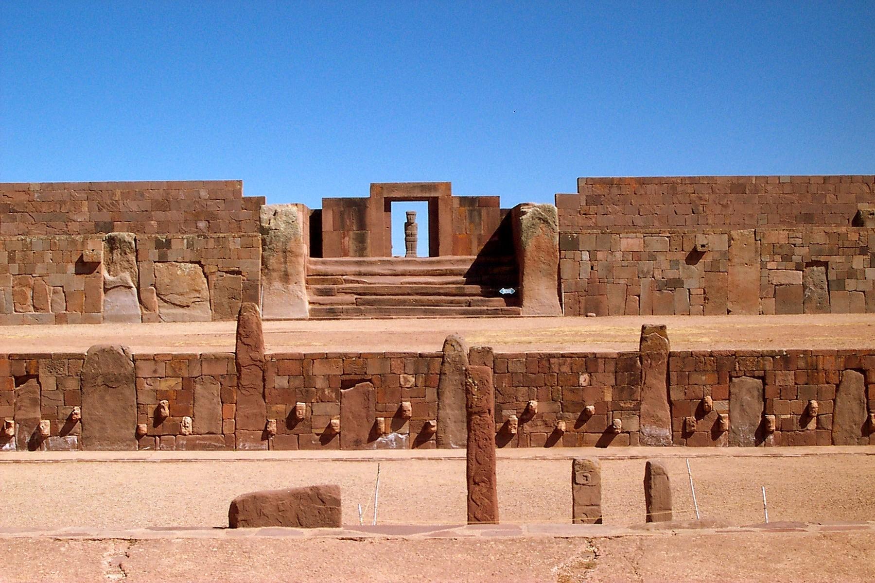 Sítio arqueológicos dos Tiwanaku (Foto: Wikimedia Commons)