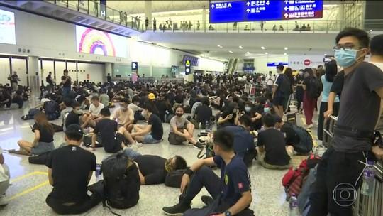 Aeroporto de Hong Kong cancela todos os voos