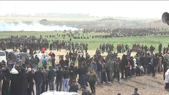 Israel ataca bases do Hamas em resposta a foguetes lançados por militantes da Faixa de Gaza