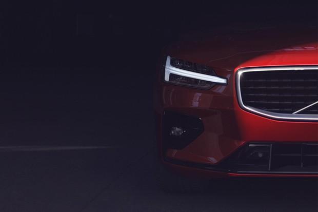 Volvo começou a divulgar mais imagens provocantes do S60 (Foto: Divulgação)